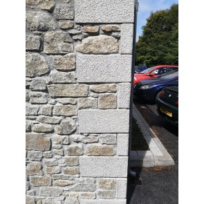 Dressed granite quoins used on the end of a building