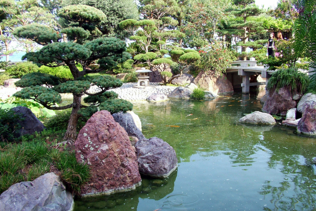 Japanese garden lantoom quarry suppliers of natural for Japanese garden stones