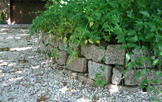 Cropped granite walling