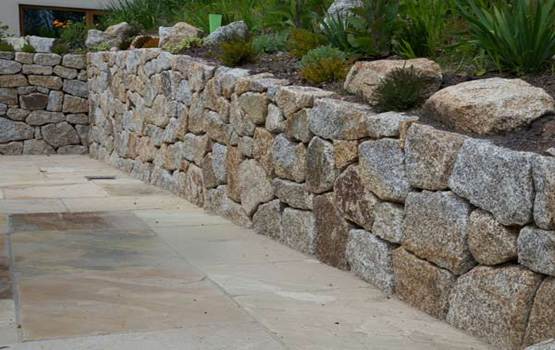 Hammered granite walling stone