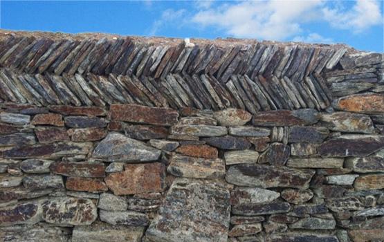 Large hedging stone